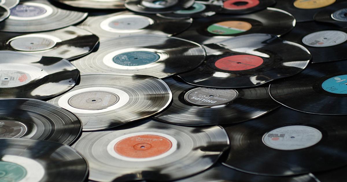 Quali sono gli album musicali italiani più venduti di sempre